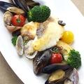 料理メニュー写真新鮮ムール貝と鮮魚のアクアパッツァ