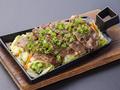 料理メニュー写真豚タン ネギ塩鉄板焼き