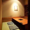 【掘りごたつ個室】席移動も楽々な掘りごたつ個室は仕事終わりの飲み会、友人との食事会・接待等、様々なシーンでご利用いただけます。和の空間を感じることのできる個室で楽しいひと時をお過ごしください。席のみのご予約も可能ですのでお気軽にお問い合わせください。お客様の利用シーンに最適な個室へご案内致します。