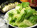 料理メニュー写真特製てっちゃんサラダ