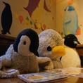 ペンギングッズたくさんあります(*'ω'*)ぬいぐるみから小物まで!お席には先客のペンギンさん♪