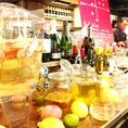 年間、数十回ワインの展示会から、オーナー自ら選び出す、ワイン各種。その時の旬の食材との色んなマリアージュをお楽しみください。選び放題のワインビュッフェ