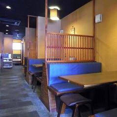 仕切りで区切られたテーブル席もございますので、周りを気にしないでプライベートな雰囲気で楽しめます。