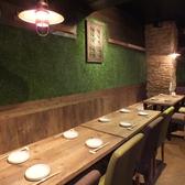 半個室のような店内奥のテーブル席は最大14名様までご利用いただけます。宴会にどうぞ。