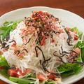 料理メニュー写真梅ちりめんの和風大根サラダ