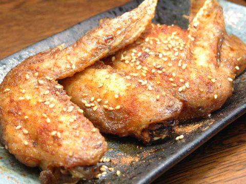 名古屋料理専門店。一度食べると病みつきになると評判のパリパリの手羽先がおススメ!