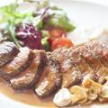 料理メニュー写真牛肉のステーキ マッシュルームソース