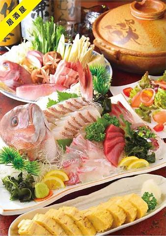 魚屋の流れをくむ店主が目利きしたネタで作った新鮮な刺身、ボリュームのある料理。