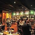 オープンキッチンが見える店内は開放的なテーブル席となっております。最大40名様までご利用可能になっております。仕事帰りに、一杯飲みたくなった時にお越しくださいませ!お一人様でも大歓迎です。自慢の料理と空間をご用意してお待ちしております!