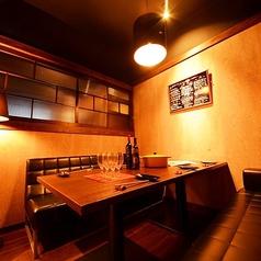 6名様までゆったりできる個室ソファー席をご用意しております!旬の海鮮をはじめ、新潟の山海の幸を巧みに盛りこんだ至福の料理7品+ボトルワイン含む2h飲み放題付きで6500円のコースがおすすめ!いつもより贅沢な料理とお酒で素敵なひと時をお過ごしください。