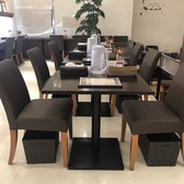6名様までご利用頂けるテーブル席。座り心地の良い椅子でゆったりとカレーをお愉しみ頂けます!