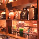 人気のブエノチキンや「あぐー」を使った鉄しゃぶのコースは沖縄にかかわる人気のお料理メニューです!お料理だけでなく空間でもお酒の会を楽しんでいただけるよう、内装にも力を入れております。琉球由来のきらびやかな内装や琉球ガラスを使ったおしゃれなインテリアが◎