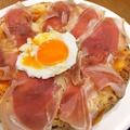 料理メニュー写真ピッツァ ビスマルク (プロシュートのピッツァ)