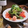 料理メニュー写真エビとトマトのパクチーサラダ
