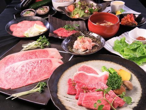 夜景を楽しみながら、贅沢に焼肉を楽しめる押さえておきたい名店。コース4000円~