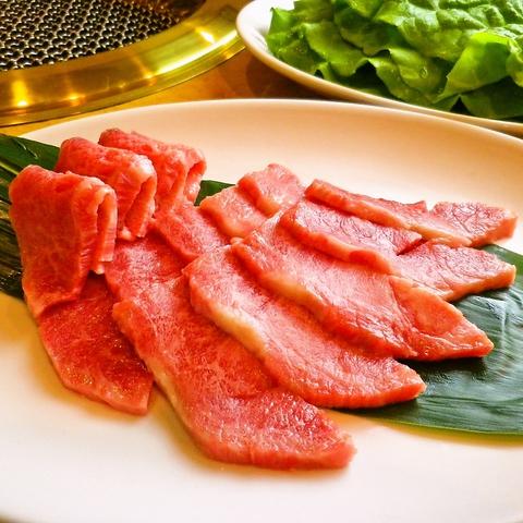 とことんこだわった黒毛和牛を味わうことができる。創業50年の老舗焼肉店。