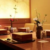 接待・会食などの大切なシーンに最適なお席をご用意させていただきます。個室席なのでゆっくりと当店のお料理などをお楽しみいただけます。数寄屋造りのゆったりと配置された個室で、四季折々の日本料理とともに至福のひとときをお過ごしください。