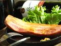料理メニュー写真厚切りベーコンステーキ