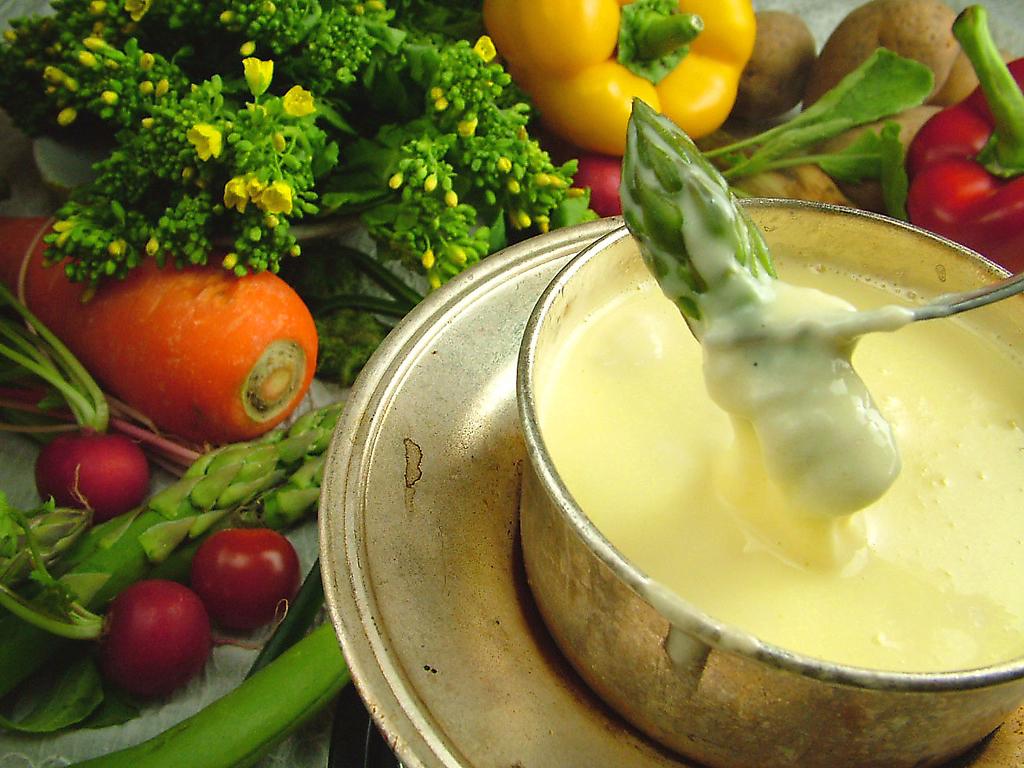 リピ率9割!味噌風味が絶品熟成十勝チーズの和風フォンデュ1190円(税抜),熟成野菜を使ったイタリアン