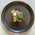 料理メニュー写真炙り鰹と木の芽のカルパッチョ