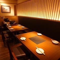 落ち着いた雰囲気は、お仲間との食事はもちろんご同僚との飲み会にも最適です。新鮮な魚介を堪能する大人の海鮮居酒屋で、身体と心の疲れを癒してください。