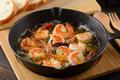料理メニュー写真エビとホタテのアヒージョ