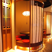 こだわりを感じる空間。非日常を感じる事が出来、古き良き京町家の雰囲気を現代に再現した店内となっております。ご年配にも満足いただける事はもちろん、若年層にも大人気の内装です。