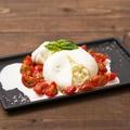 料理メニュー写真イタリア職人ジョバンニが作る 北海道ファットリア ビオの ブッラータ