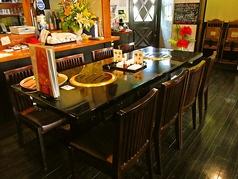 8名様用のテーブル席