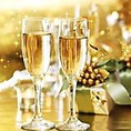 昼宴会プランに乾杯スパークリングワインをプレゼント。飲み放題にも赤、白を取り揃えております。