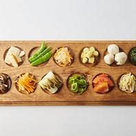 12種類のナムルと10種類以上の野菜が栄で食べ放題!
