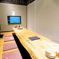 【はなれ個室】いけすが見える掘りごたつ式個室。パーテーションを入れると4名様×2組までご利用いただけます