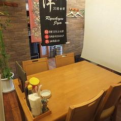 テーブル席は半個室もございます。人数に合わせてセッティング致します。ご相談下さい♪ 総席数40席を完備!お客様の人数・シーンに合わせてご案内いたします!お席詳細・人数・ご予算など、お気軽にお問い合わせください!※写真は一例です