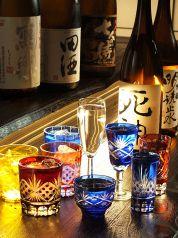 日本酒・焼酎が常時80種以上ご用意。可愛い切子グラスや、シャンパングラスで飲む、日本酒の新しい飲み方をご提案♪更に、9月平日限定で3500円コースも飲み放題が充実!