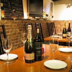 テーブル席!女子会や誕生日会、記念日などの様々な利用シーンでご利用に最適です!ご同僚とのちょっと一杯でもお気軽に!テーブルの配置など柔軟に対応致します!
