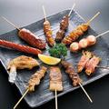 料理メニュー写真レバー串・鶏皮串・砂ずり串・つくね串・手羽先・鶏もも・豚バラ・豚足串・えのきベーコン