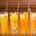 女性に大人気のゴロゴロフルーツカクテル♪レモン・グレープフルーツ・オレンジ・パインなど大きな果肉が入ったカクテルは絶品!!
