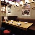 広々使えるテーブル席は使い勝手抜群です。歓迎会・送迎会や各種宴会など、様々なシーンに。6名様用×3テーブルございます。