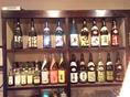 酒屋さんのように並んだたくさんのお酒から、お好きなものをお選び下さい。