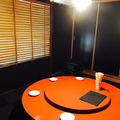 円卓の個室でゆったりと食事をお楽しみください
