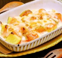 料理メニュー写真じゃが明太チーズ焼