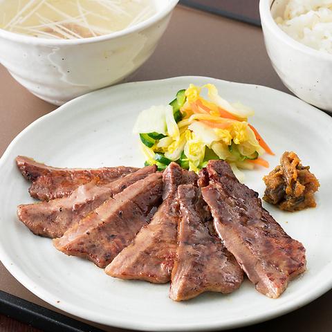 当店1番人気の牛たん定食、仙台名物をお楽しみあれ♪♪【1,590円税込み】
