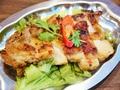 料理メニュー写真もも鶏の海老塩とんがらし焼き