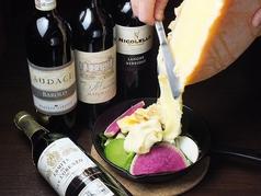 料理メニュー写真ラクレットグリルとチーズ屋さんの本格チーズフォンデュ