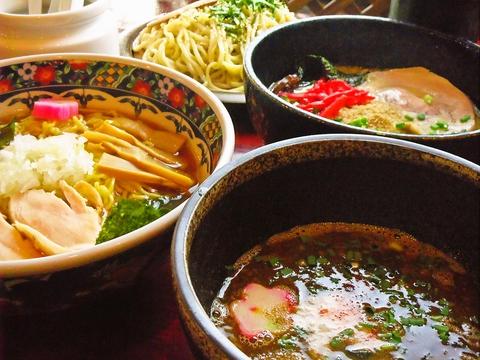 豚骨、とり、スープ、チャーシュー全てが国産のものを使用。こだわりの味をぜひ。