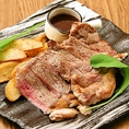 リクエストの多かったイタリアン・ステーキが新登場☆サーロインの部位を使ったジューシーなお肉を特製ジャポネ―ゼソース又はバルサミコソースでお召し上がりください♪