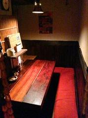 2階:3名×1卓。一番小さい席ですが、2~3名様で個室のように楽しめます。
