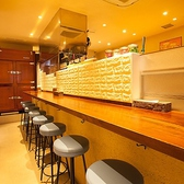 おしゃれなカウンターテーブルを9席ご用意!キッチンのライブ感を目の前で楽しめる人気のお席♪