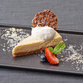 料理メニュー写真カマンベールチーズと水切りヨーグルトのベイクドチーズケーキ