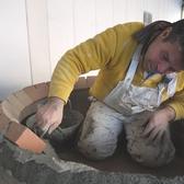 全ての工程を手作業で行います!熟練の技術により造り上げられる薪窯です